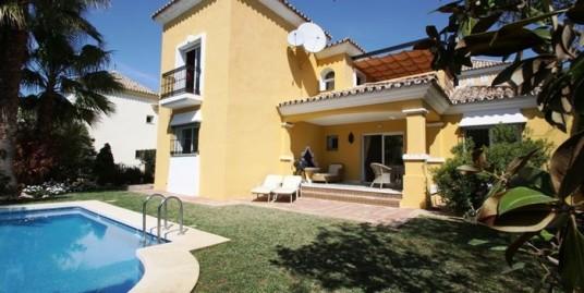 Villa in Bahia de Marbella, Marbella